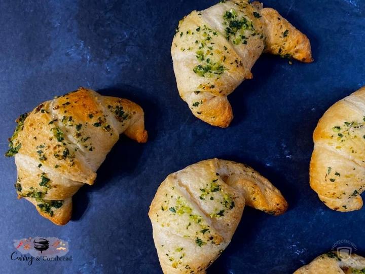 Cheesy Garlic CrescentRolls